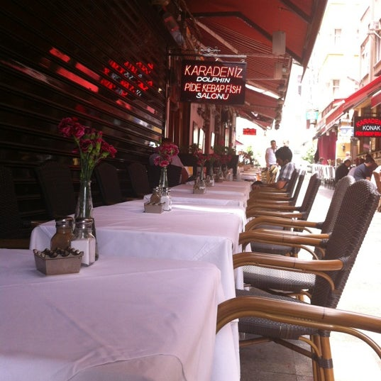 5/23/2012 tarihinde Mike M.ziyaretçi tarafından Cozy Bar&Restaurant'de çekilen fotoğraf
