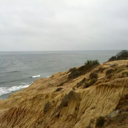 Foto tirada no(a) Sunset Cliffs Natural Park por Ariana em 6/12/2012