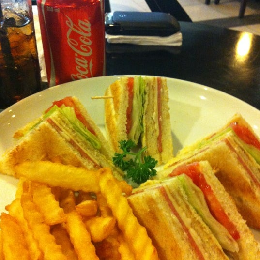 Photo taken at Coffee Town Kaya Toast by Rudy P. on 4/14/2012
