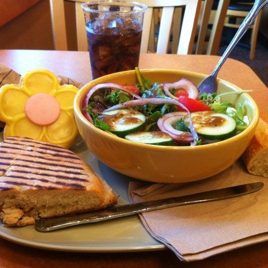 Photo taken at Panera Bread by Yesi on 5/12/2012