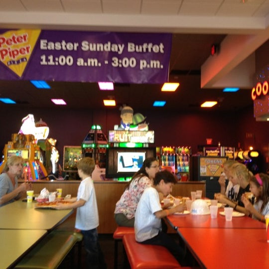 Photo taken at Peter Piper Pizza by Michelle D. on 3/26/2012