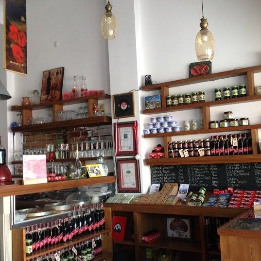 8/9/2012 tarihinde Orhan G.ziyaretçi tarafından Ada Cafe'de çekilen fotoğraf