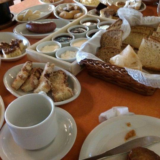 Foto tirada no(a) Café Colonial Walachay por Vágner S. em 3/24/2012