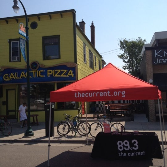 Foto tomada en Galactic Pizza por Scott D. el 6/10/2012