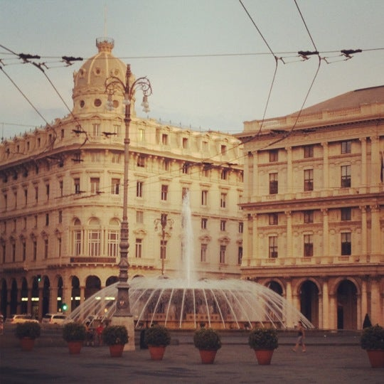 Foto scattata a Piazza de Ferrari da Francesca B. il 8/12/2012