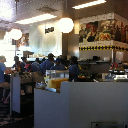 Photo taken at Waffle House by David M. on 6/2/2012