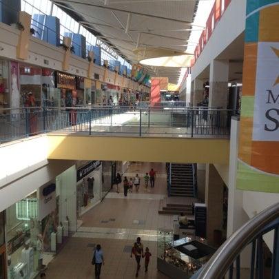 Foto tirada no(a) Mall del Sur por Victor E. em 8/8/2012