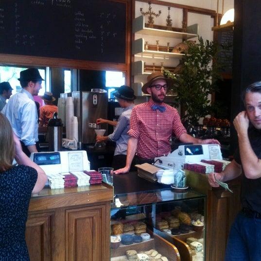 Photo taken at Stumptown Coffee Roasters by Usewordswisely on 9/11/2012