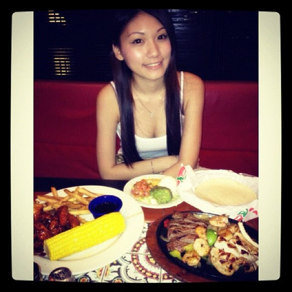 Photo taken at Chili's Grill & Bar Restaurant by Mimi C. on 2/13/2012