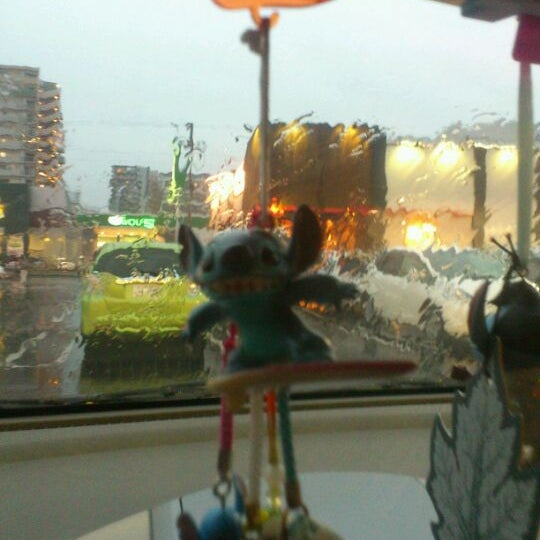 Photo taken at Starbucks Coffee ひたち野うしく店 by kiriki y. on 4/14/2012
