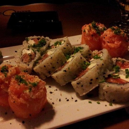 Foto tirada no(a) Brava Sushi por TaTi K. em 8/5/2012