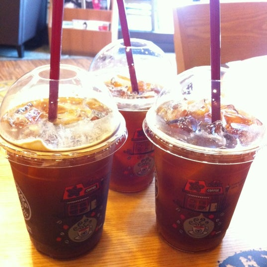 Photo taken at TOM N TOMS COFFEE by yunyzzing on 6/25/2012