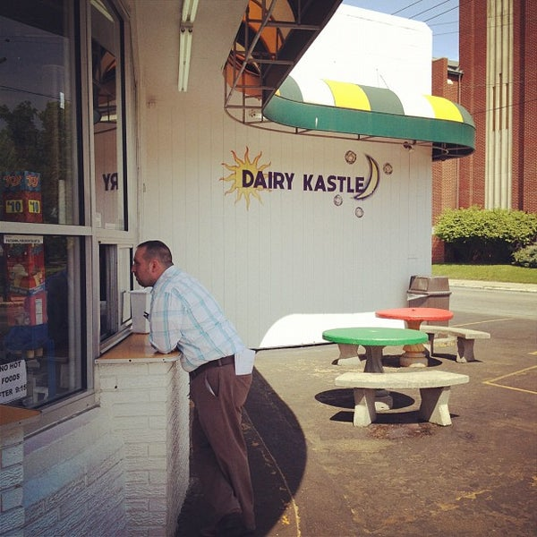 Photo taken at Dairy Kastle by Rob Y. on 4/13/2012