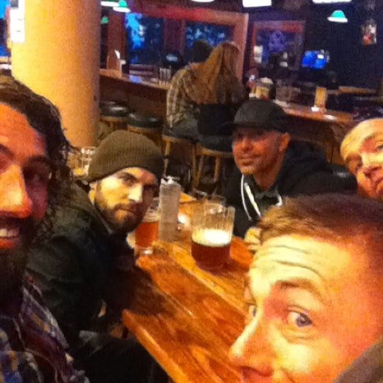 Photo taken at Lakeside Pizza, Sports Bar & Nightclub by Micah K. on 3/8/2012