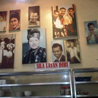 Photo taken at Restoran Pinang Sebatang by 9W2PHM I. on 2/17/2012
