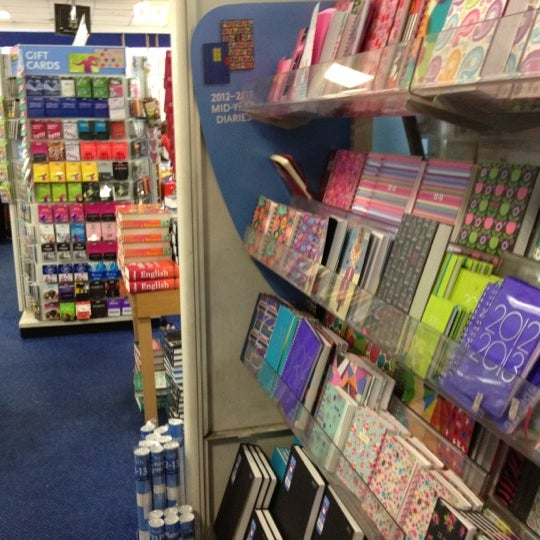 Photo taken at WHSmith by Marcelo A. on 7/16/2012