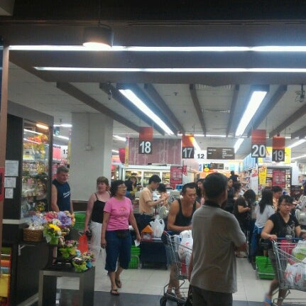 Photo taken at NTUC FairPrice by Wee Meng on 6/14/2012