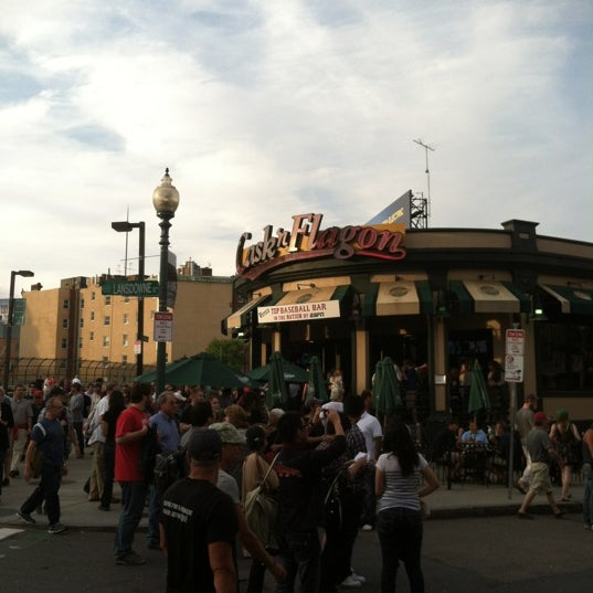 Photo taken at Cask 'n Flagon by Martin L. on 5/30/2012