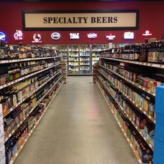 รูปภาพถ่ายที่ Binny's Beverage Depot โดย Simon E. เมื่อ 5/5/2012