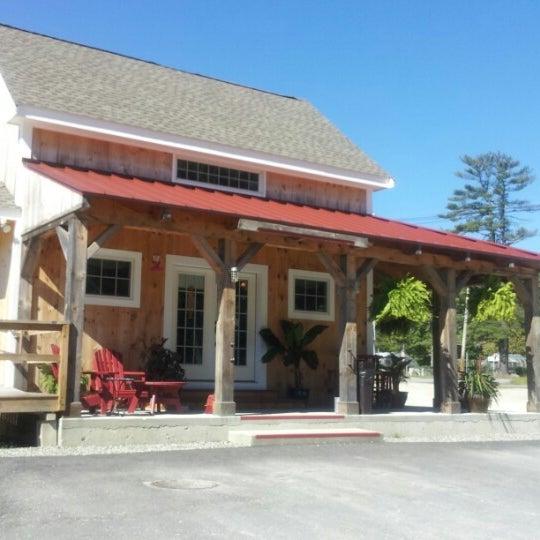 Foto tirada no(a) Red Barn Coffee At Angel's Cafe por Amanda J. em 8/29/2012