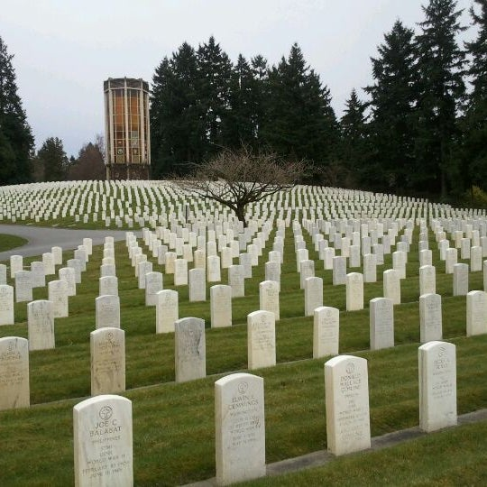 This is one of the best places to take a quiet walk in Seattle. Check out the war memorials, the old war cannons, and the rows of headstones
