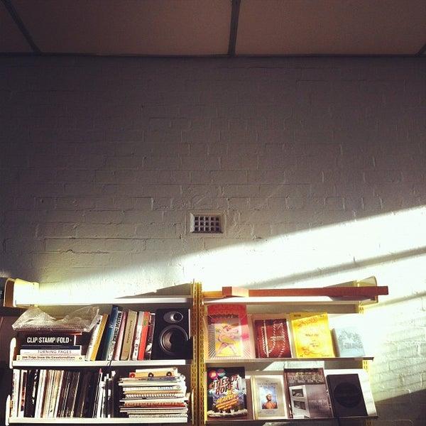 Photo prise au The Compound Interest: Centre for the Applied Arts par Aaron M. le8/17/2012