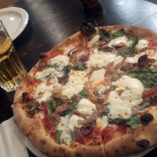 Foto scattata a Pizza CS da Johnny T. il 4/5/2012