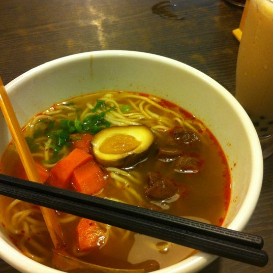 Photo taken at Dong's Beef Noodles 董家台灣牛肉麵 by Sharon W. on 8/31/2012