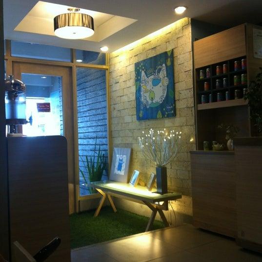 2/26/2012 tarihinde Melissa P.ziyaretçi tarafından TeaTap Cafe'de çekilen fotoğraf