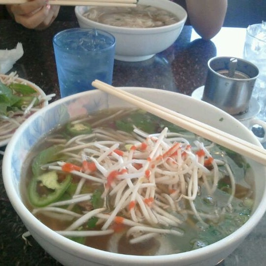Photo taken at Phở Kim Long by Enrico P. on 8/21/2012