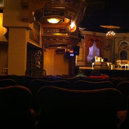 รูปภาพถ่ายที่ Belasco Theatre โดย Ross S. เมื่อ 8/12/2012