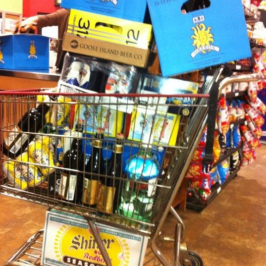 รูปภาพถ่ายที่ Binny's Beverage Depot โดย David W. เมื่อ 5/27/2012