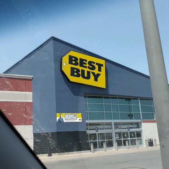 Photo taken at Best Buy by Kelly G. on 8/8/2012