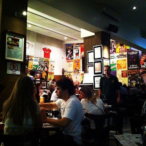 Foto tirada no(a) Verissimo Bar por Nelson K. em 2/19/2012
