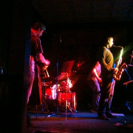 รูปภาพถ่ายที่ Woodruff's โดย Annie P. เมื่อ 3/19/2012
