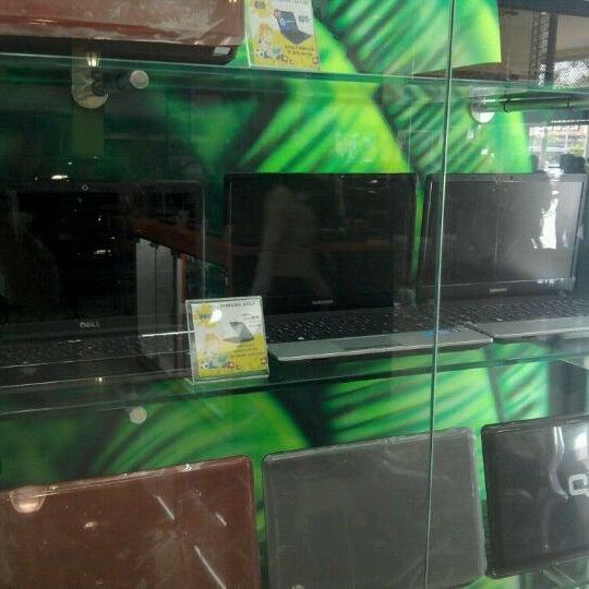 Photo taken at Safari Computadores by Edward R. on 3/29/2012