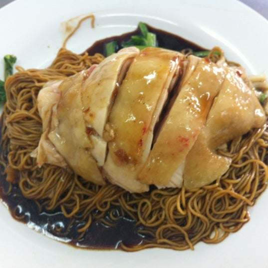 Photo taken at Restoran Chan Meng Kee (陈明记面家) by Sally t 嶨. on 5/11/2012