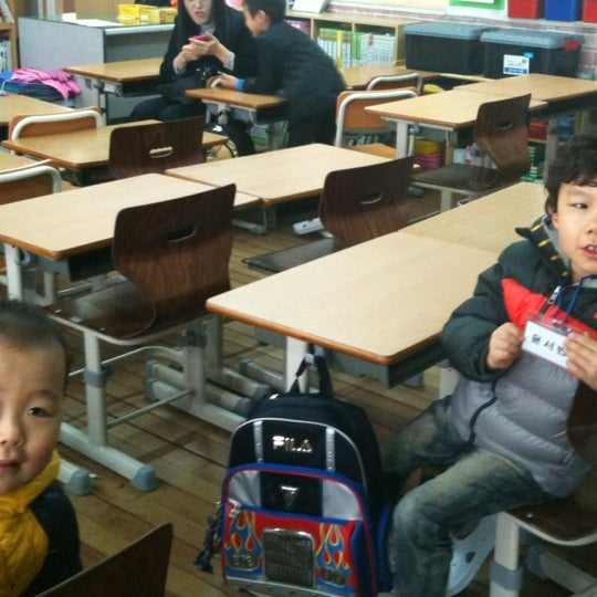 Photo taken at 성황초등학교 by Jihyun P. on 3/2/2012