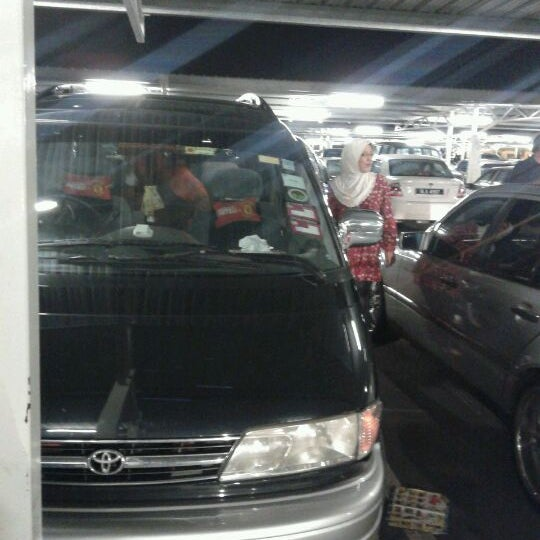 Photo taken at Tesco by Mohamad Zainul Affandi . on 5/3/2012