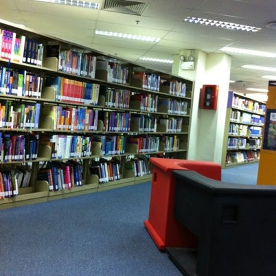 Photo taken at Lien Ying Chow Library 连瀛洲图书馆 by Jaynee L. on 8/2/2012