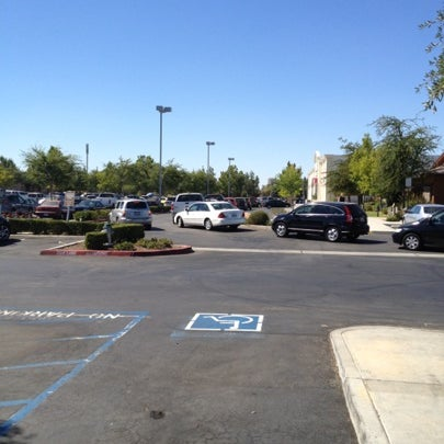 Photo taken at Chipotle Mexican Grill by Trevor B. on 8/1/2012