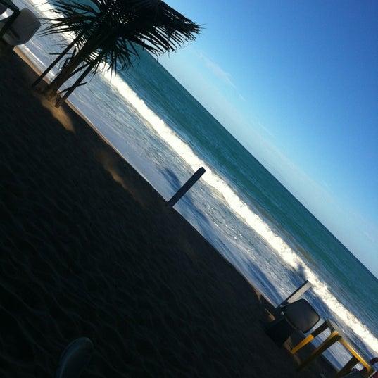 Foto tirada no(a) Praia Mirante da Sereia por Lui C. em 5/19/2012