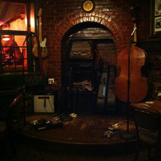 Foto tomada en Hurley's Irish Pub por Blair D. el 6/1/2012