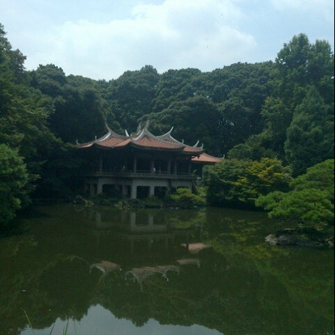 Photo taken at Shinjuku Gyoen by Tegar I. on 8/10/2012
