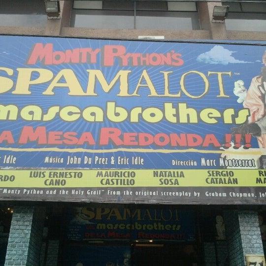 Foto tirada no(a) Teatro Aldama por Adrian G. em 7/15/2012
