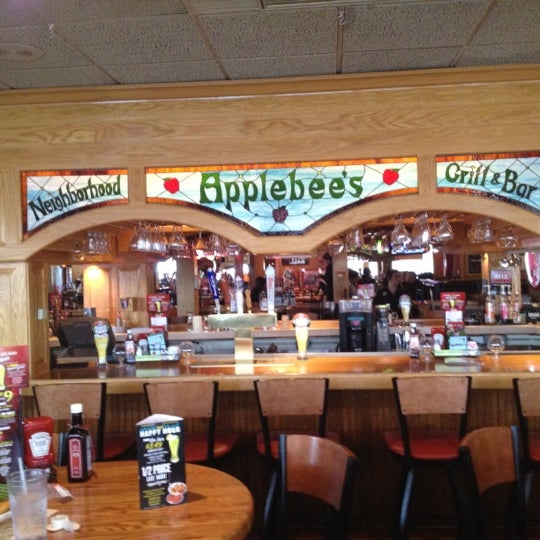 Photo taken at Applebee's by ÄRT ❤️2⛳️ on 3/11/2012