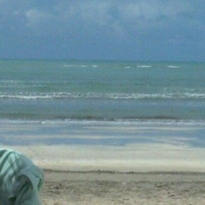 Foto tirada no(a) Praia de Paripueira por Eduardo K. em 9/5/2012