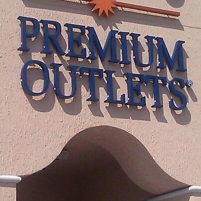 Photo taken at Orlando Vineland Premium Outlets by Oliver N. on 5/23/2012