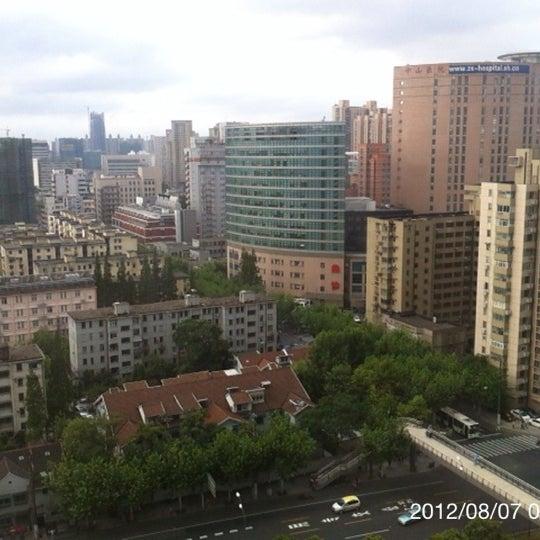 Photo taken at Hope Hotel Shanghai by Masataka K. on 8/6/2012