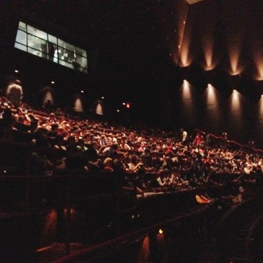 Снимок сделан в AMC Loews Lincoln Square 13 пользователем Esteban R. 7/22/2012